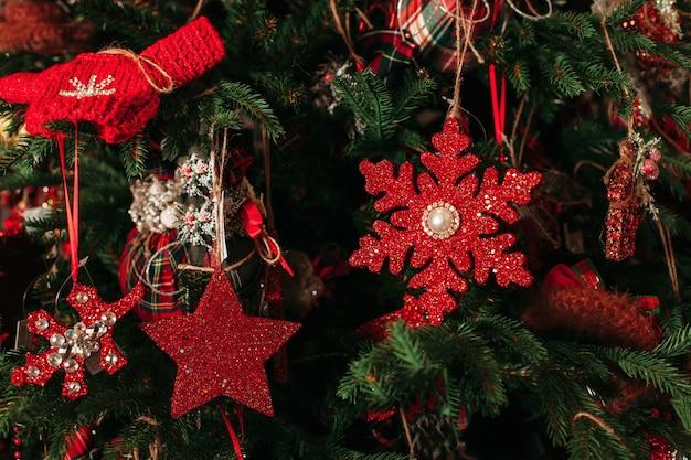 Close da decoração da árvore de natal