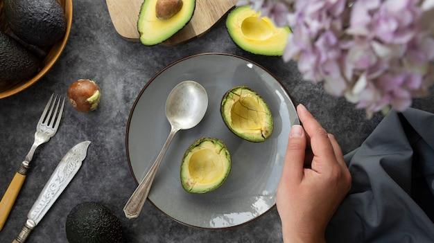 Close de abacate fresco e maduro
