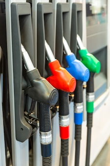 Close de armas no posto de gasolina, ninguém