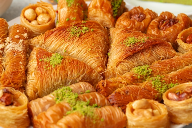 Close de delicioso baklava em um buffet de hotel