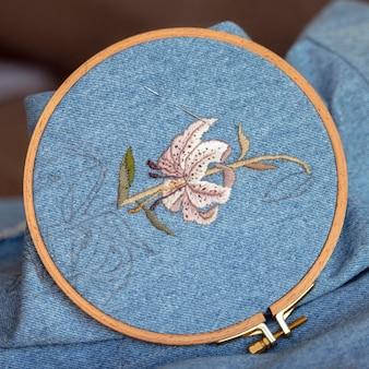 Close de desenho de tecido feito à mão