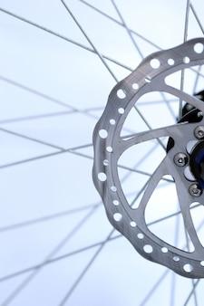Close de eixo de roda de bicicleta