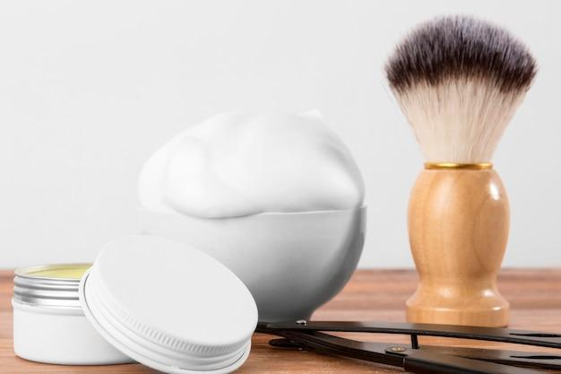 Close de ferramentas de barbearia de frente