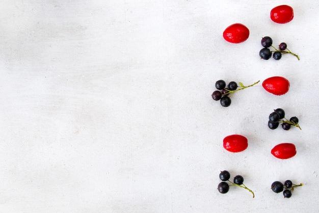 Close de groselha, cornus e dogberry, comida Foto Premium