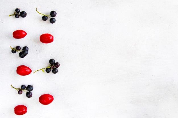 Close de groselha, cornus e dogberry, comida