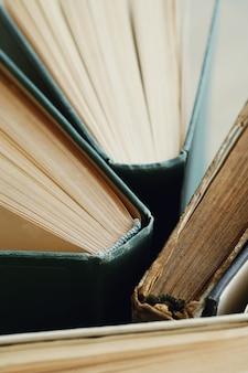 Close de livros antigos, conceito de literatura