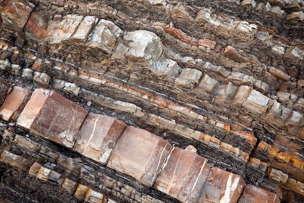 Close de rocha rochosa em um pedaço de montanha