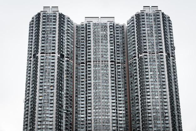 Close de um arranha-céu em forma de favo de mel em kowloon, hong kong