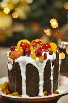 Close de um bolo de panetone de aparência saborosa