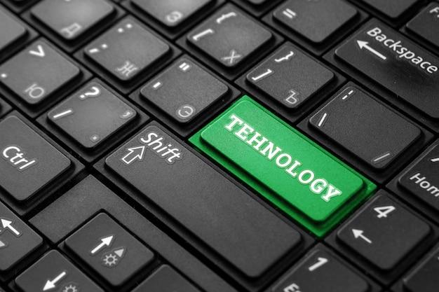 Close de um botão verde com a palavra tecnologia