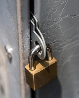 Close de um cadeado fechado