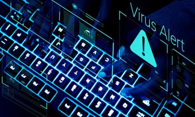 Close de um teclado em luz ultravioleta