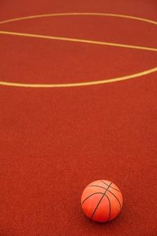 Close de uma bola de basquete