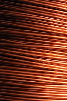 Close de uma grande bobina de fio de cobre