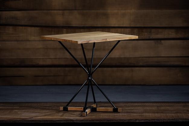 Close de uma mesa dobrável estilo loft