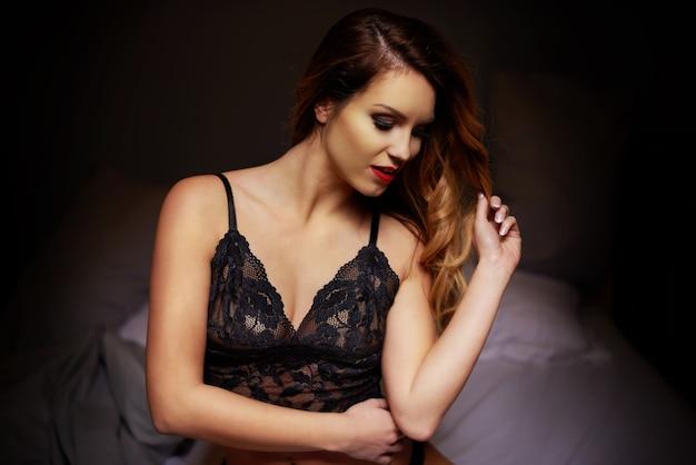 Close de uma mulher jovem e linda