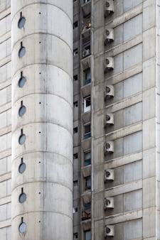 Close do edifício urbano de concreto