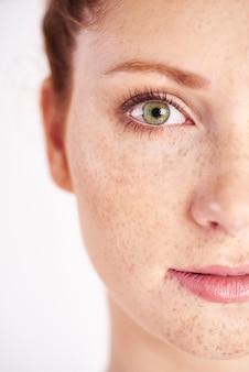 Close do olho verde, direito, humano