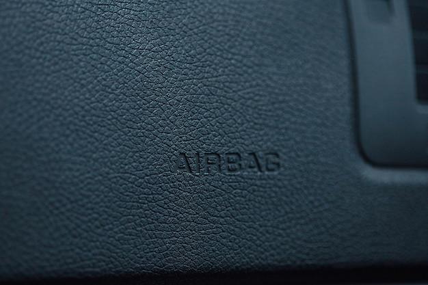 Close do símbolo do volante do airbag