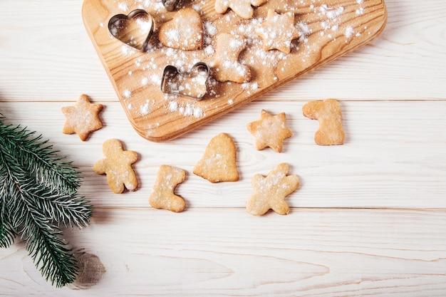 Close em lindos biscoitos de gengibre