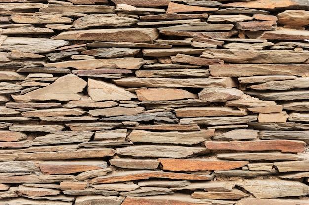 Close na parede feita de pedras