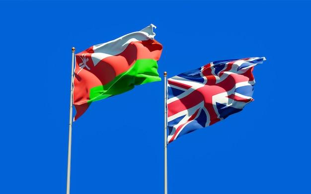 Close nas bandeiras de omã e reino unido britânico