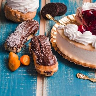 Close-up ainda vida de pastelaria na mesa