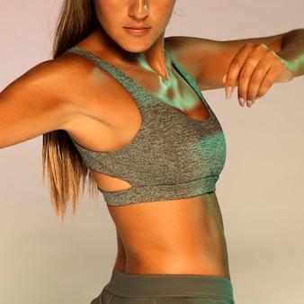 Close-up, ajustar, mulher, em, ginásio, paleto