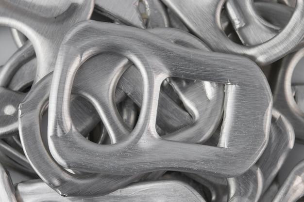 Close-up anel de metal puxar pode.