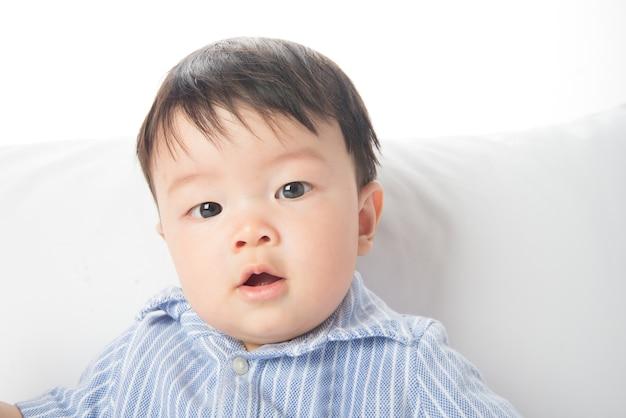 Close-up asiático bebê cara sorridente 7 meses de idade