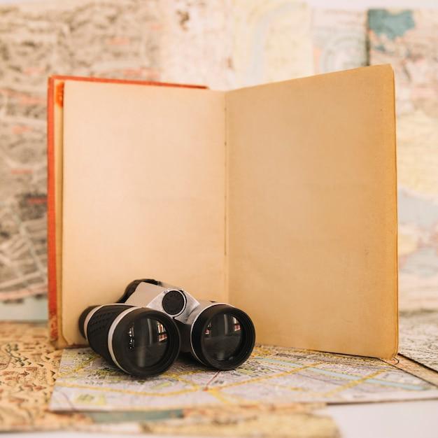Close-up, binóculos, perto, caderno
