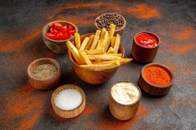 Close-up com deliciosas batatas fritas francesas