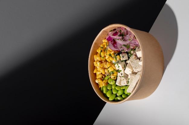 Close-up com refeições veganas ricas em proteínas