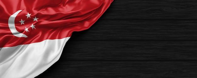 Close-up da bandeira dos estados unidos de cingapura no fundo de madeira preto renderização 3d