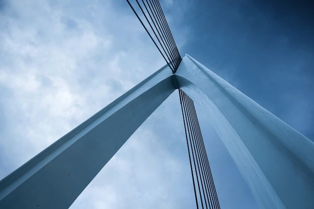 Close up da estrutura de construção da ponte