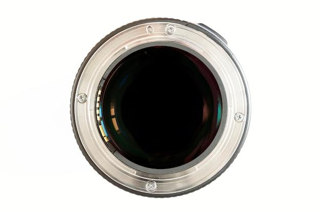 Close-up da lente da foto da câmera no fundo branco com reflexões da lente.