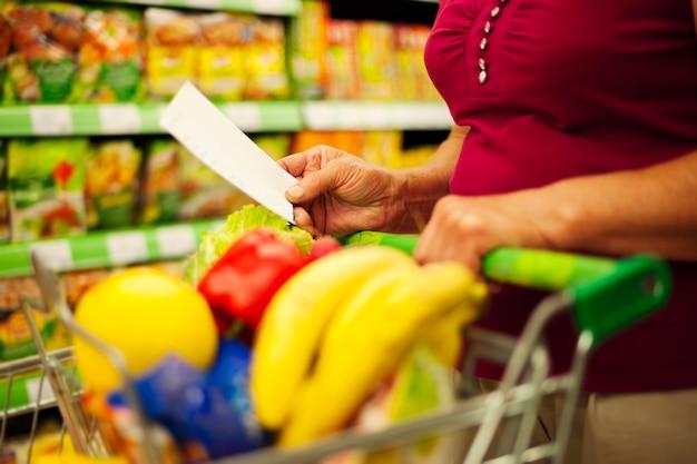 Close-up da lista de compras