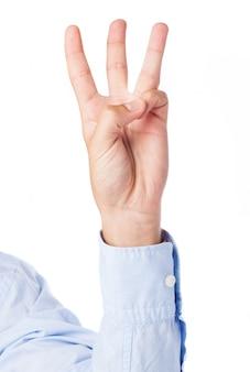 Close-up da mão que conta três