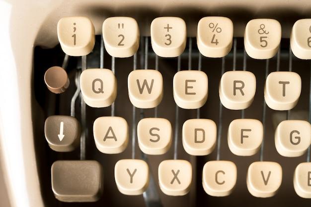 Close-up da máquina de escrever estilo retro