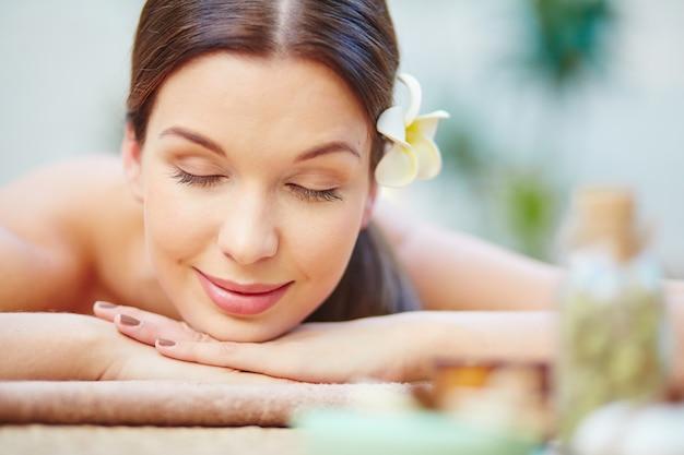 Close-up da mulher relaxado