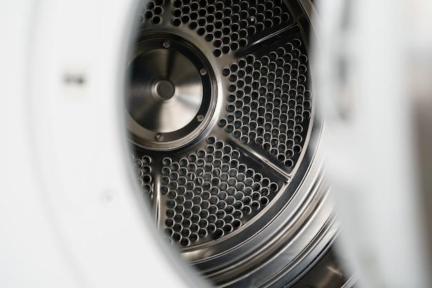 Close-up da nova máquina de secar em loja de eletrodomésticos
