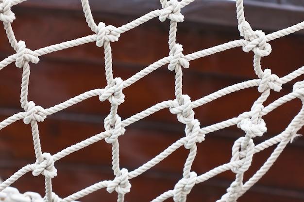 Close up da rede de segurança do iate. tiro horizontal