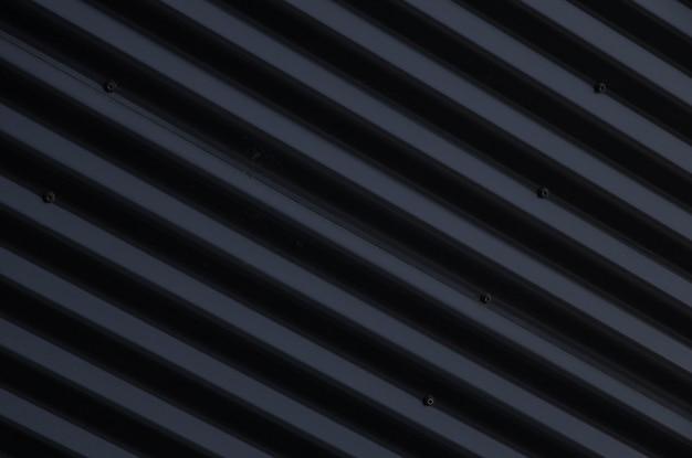 Close up da superfície ondulada preta brilhante do metal