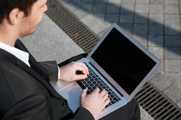 Close-up da tela em branco do laptop