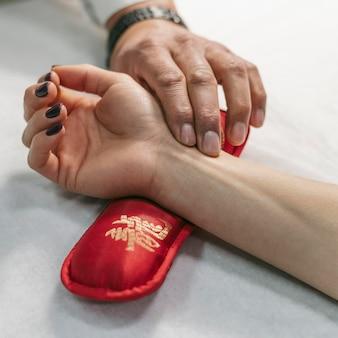 Close up da terapia de mão