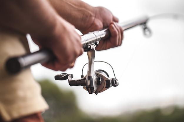 Close-up da vara de pesca. pescaria. pescas material de pesca