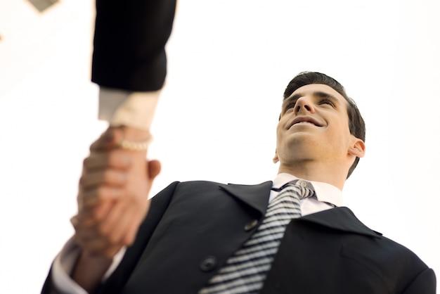 Close-up das mãos do gerente agitando