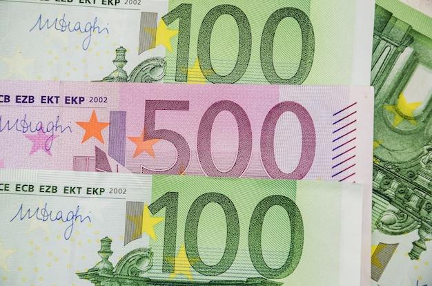 Close-up das notas de euro, fundo financeiro.