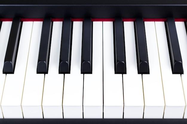 Close-up das teclas do piano elétrico