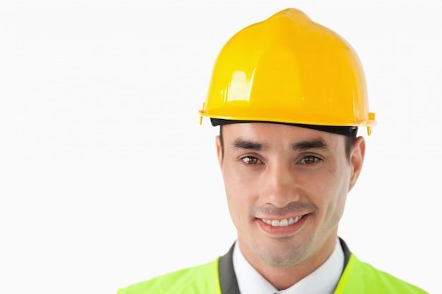 Close up de arquiteto com capacete em